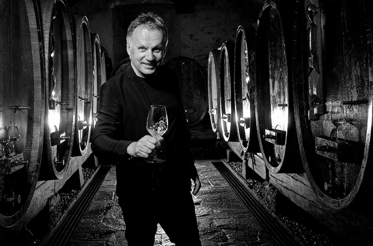 "Gérard-Philippe Mabillard, autor de l'exposició ""Autour d'un verre de vin"""
