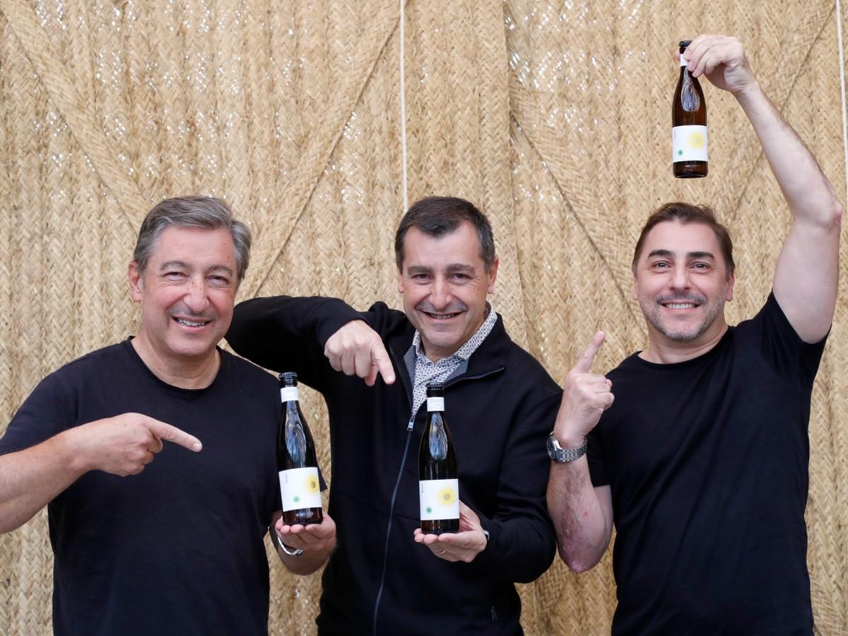 Joan, Josep i Jordi Roca amb la cervesa Duet.